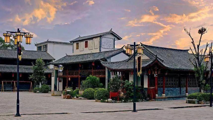 """票据中介""""打点""""30万买通行长 江阴农商行旗下一村镇银行管理现漏洞损失1个亿"""